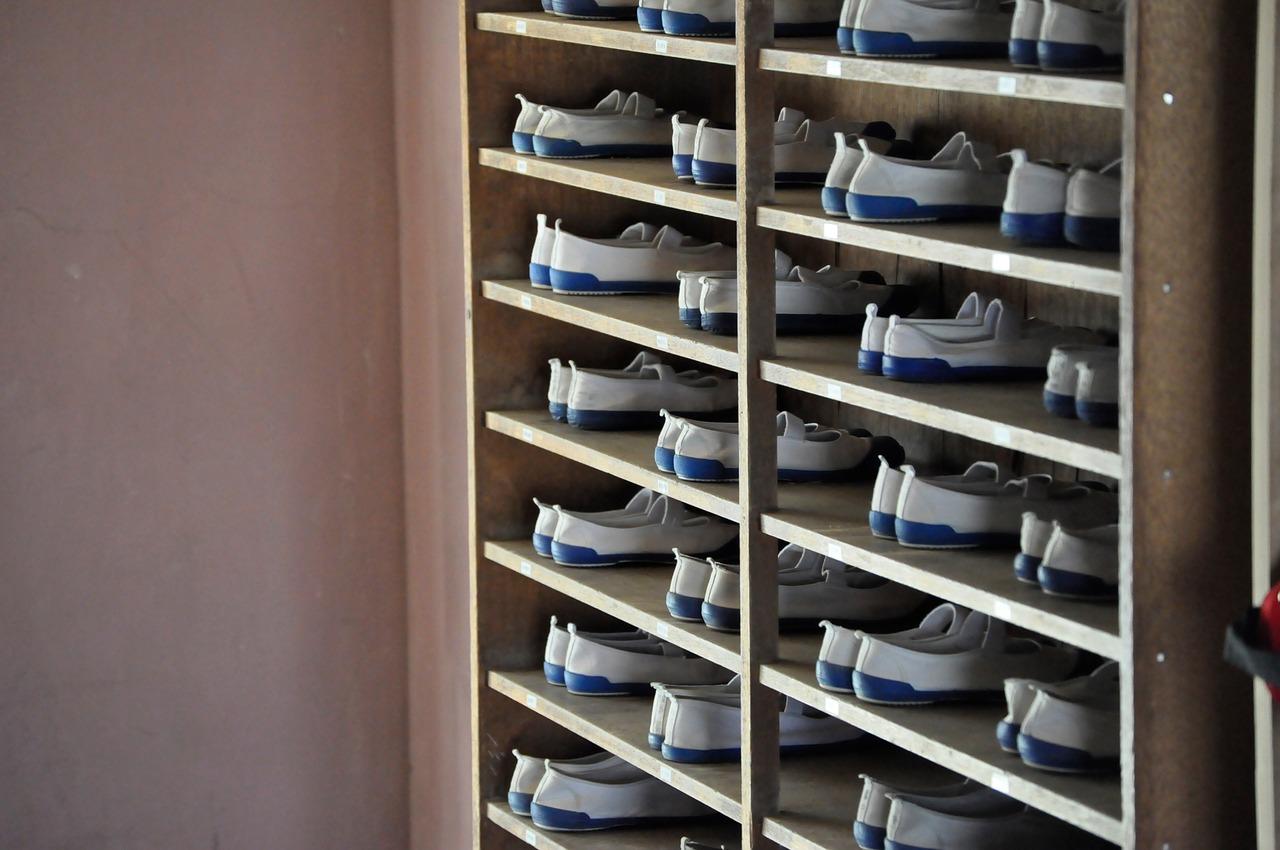 Un meuble à chaussure industriel, pour un gain de place dans les rangements des jeans